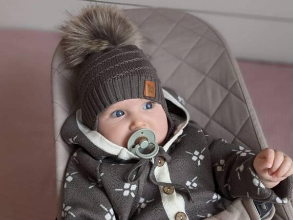 Bilde av Lue Mutton i merinoull, med pelsdusk, brun